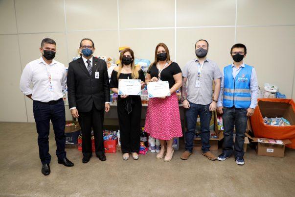 Mais de 4 mil itens de higiene são doados pelos estagiários da prefeitura ao Fundo Manaus